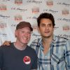 Andy-Wright-Sign-artist-and-John-Mayer